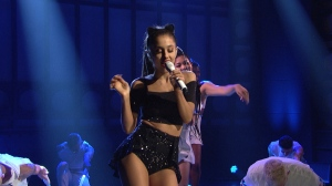 snl_1663_08_Ariana_Grande_Break_Free